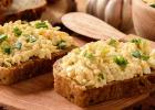 vajíčková nátierka, zdravá nátierka, bielkoviny, vajíčka, veľká noc, veľkonočný, veľkonočná, veľkonočné, chlieb, raňajky, desiata, olovrant, večera, jedlo, zdravé, fit, vajce
