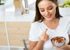 čo jesť aby som mal a viac energie? jedlo, strava, zdravá výživa, mandle, špenát, losos, vajcia, vajíčka, bielkoviny, vitamíny, mňam, zdravé, zdravie, food, jedlo na energiu, ako si doplniť energiu, zdroje,