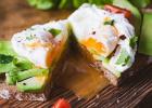 Benediktínske vajce, stratené vajce, raňajky, fit, chlieb, avokádo, toast