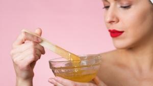 Zdravá a krásna koža s manuka medom. Ste zvedaví, aké benefity pleti prináša?