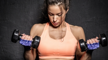 činky, cvičenie, doma, workout, spevnenie, ruky, paže, ramená, svaly, biceps, triceps, chudnutie, diéta
