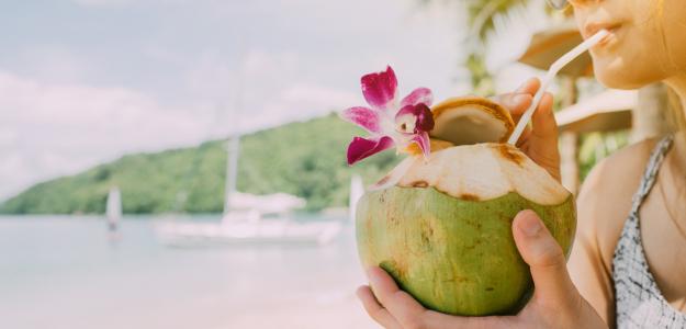 kokos, kokosový orech, kokosová voda, šťava, coconut, kokosy, ako otvoriť kokos, ako roztvoriť kokos, zlomený kokos, mladý kokos, starý kokos, dobrý kokos,otváranie, otvorenie, nápoj, voda, kokosové mlieko, kalórie, hydratácia
