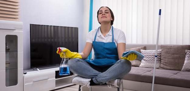 domáce čistiace prostriedky, sóda bikarbóna, soľ, olivový olej, ocot, čistenie, upratovanie, odstraňovanie škvŕn, škvrny, škvrny od vína, škvrny od krvi, krv pranie, víno pranie, domáci pomocníci, kuchynské čistiace prostriedky