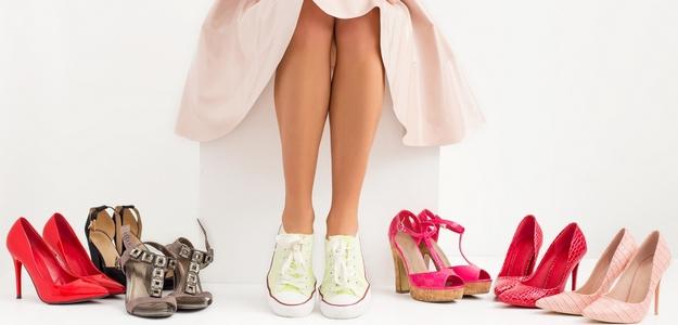 nohy, leto, pedikúra, nechty, bolesť, koža, pokožka, starostlivosť, ako sa starať o nohy v lete, chodidlá, váha, ťažoba, masáž, care, sandále, obuv, na leto