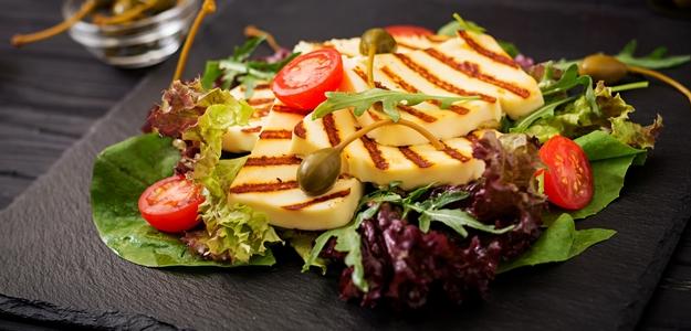 šalát, leto, syr, halloumi, gril, grilovanie, zdravie, vegetarián, chudnutie, zdravé jedlo, strava, do plaviek, ako pripraviť halloumi