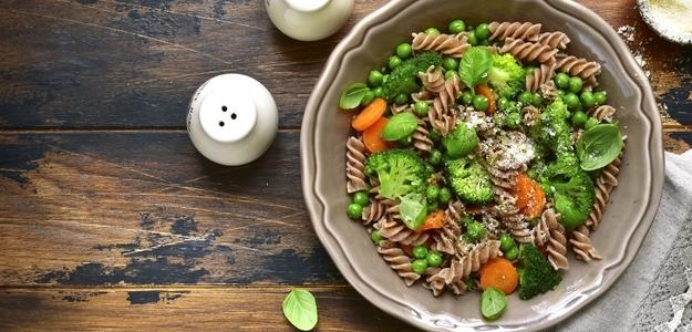 pasta, cestoviny, primavera, zelenina, brokolica, hrášok, paprika, paradajka, tekvica, mňam, obed, fit,