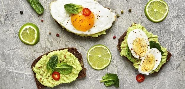 recept, nátierka, avokádo, cuketa, vajce, kniha 60 dní k novej postave, jedlo, zdravé, svet zdravia, mňam, chudnutie, chutné jedlo, zdravé, zdravie, recept, breakfast, bageta, pečivo, raňajky, večera, olovrant, bielkovinový chlieb, desiata,