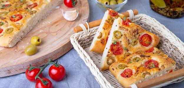 recept, foccacia, chlebík, domáca, mňam, olivy, olej, sušené rajčiny, paradajky, taliansko, kuchyňa, recepty, pečenie, fitastyl.sk