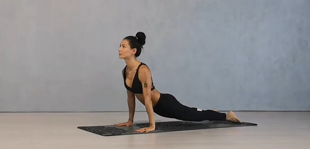 ruky, ramená, chrbát, diana ho chi, fit štýl, fitastyl.sk, cviky, na doma, z domu, pohodlie, ženské cvičenie, chudnutie, diéta, telo, postava, fit, fitness, zdravie