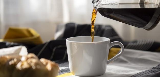 káva kofeín, pozitívne účinky, chudnutie, spaľovanie tuku,
