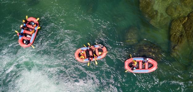 Netradičné pohybové aktivity, paddle boarding, rafting, kayaking, padlovanie, leto, šport, lezecká stena, horolezectvo, futbal, športovanie, deti, rodina, program, víkend