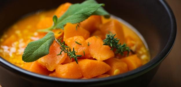 Oranžová na tanieri. 7 úžasných receptov v dynamickej farbe a lahodnej chuti
