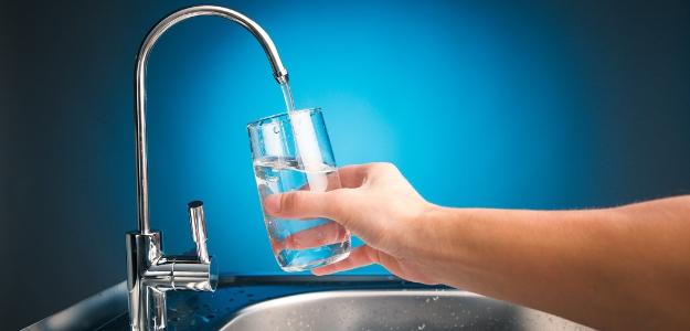Pitie chlórovanej vody nemusí byť najväčší problém. Je tu ešte väčšie riziko!