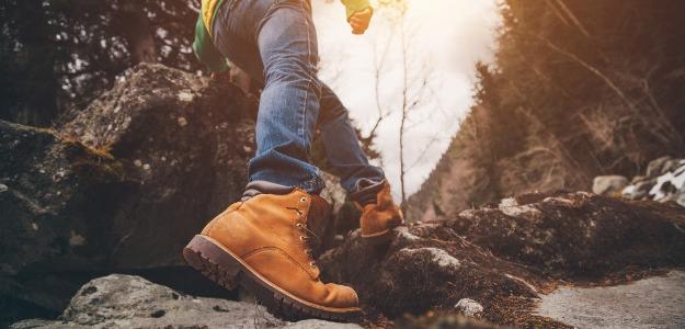 Turistická sezóna začína. Ako si správne vybrať kvalitné turistické topánky?