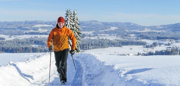 Nordic walking, pre mladých aj starých. Efekt vysoký, riziko minimálne.