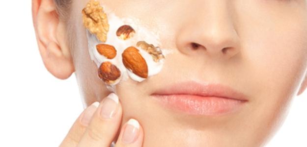 Vlašské orechy ako skvelý pomocník pre oživenie farby vašich vlasov a žiarivú pleť