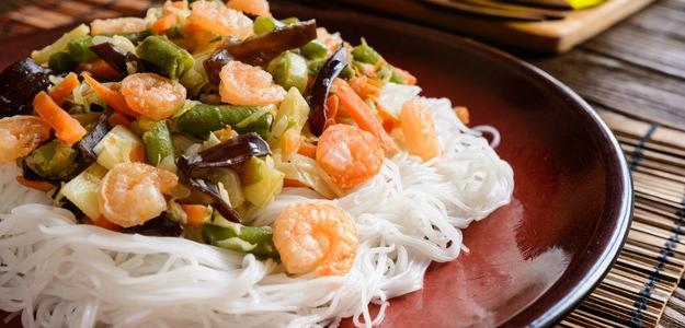 Čínske priesvitné rezance s garnátmi a zeleninou