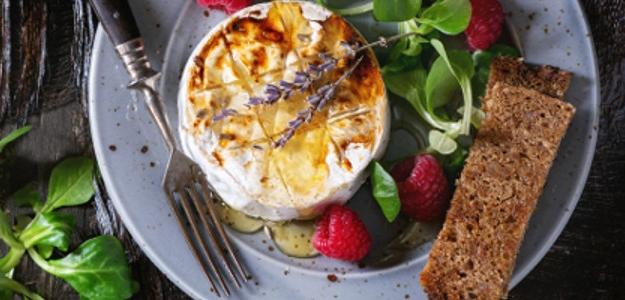 Camembert s bylinkami