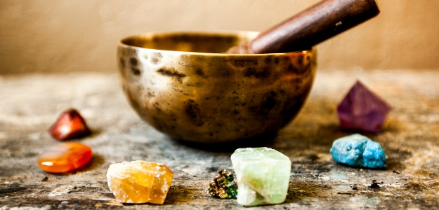 Aby ste využili liečivú silu kameňa, očistite ho.