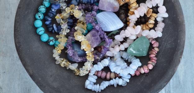 Drahé kamene ako talizmany, šperky a elixíry. Čo by ste si vybrali?