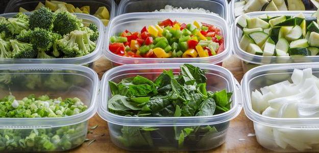 Existuje množstvo dôvodov prečo by sme si mali osvojiť pripravovanie si jedál vopred. Jedným z nich je určite aj snaha jesť zdravšie.