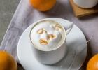 Šálka kávoviny s pomarančovou arómou