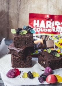 Temné brownies so sladkým drievkom a netopiermi